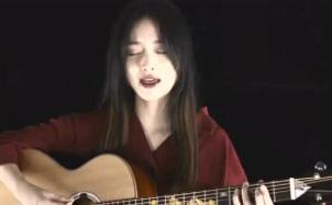 林青青吉他弹唱《红色高跟鞋》,慵懒的声线知性又自信