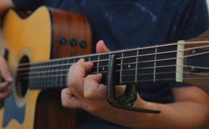 《好久不见》吉他指弹视频欣赏_相见不如怀念!